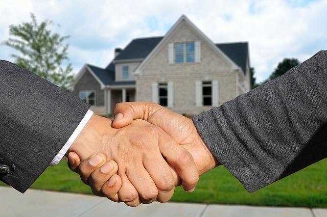 Eine Immobilie erwerben oder weiterhin zur Miete wohnen? Diese Frage muss jeder für sich beantworten.